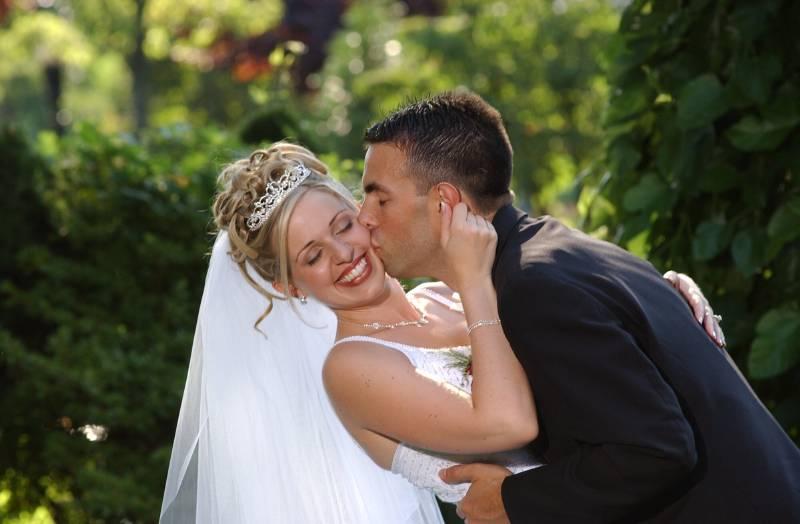 عكس جالب از لب گرفتن و لب دادن و بوسه عروس و داماد